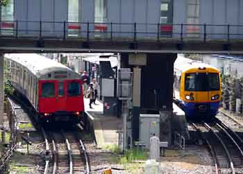 Track sharing at Gunnersbury station.