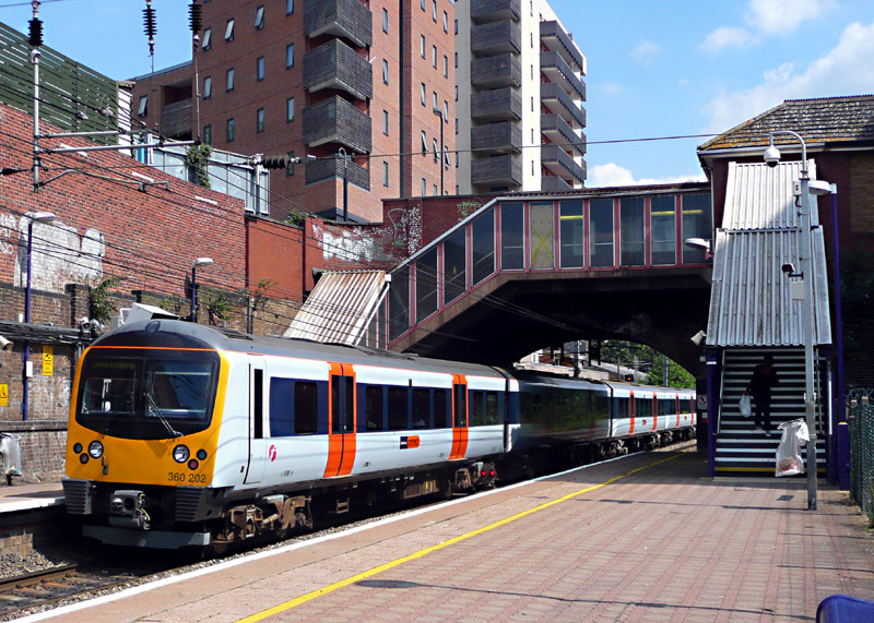 Railfanning londons railways heathrow connect class 360 train sciox Choice Image