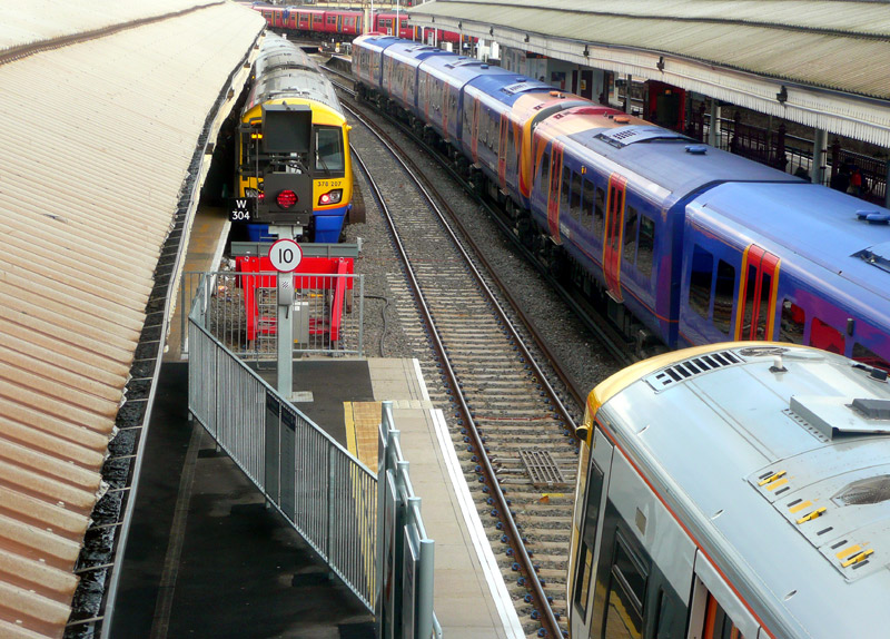 Busier Suburban Stations - Railfanning London's Railways