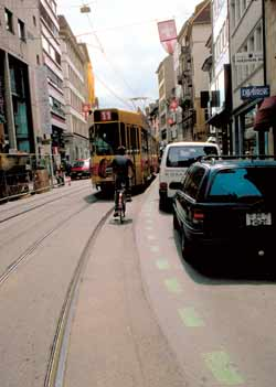 Demonstrating the benefits of painted road markings which delineate the swept path of a street tramway.