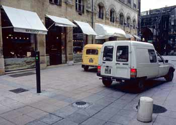 The bollard is in the lower position, and a vehicle has just entered restricted zone.