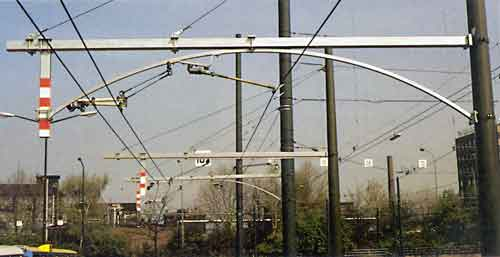Overhead wire support arrangement being trialed for 'curved roof' tunnels.