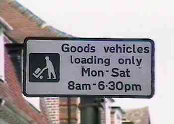 Sign advising that between 8am and 6.30pm a parking space is reserved for loading / unloading of goods vehicles only.